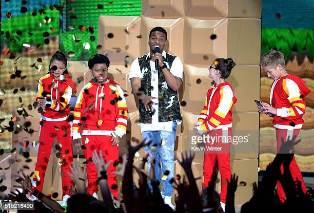 Actors Cree Cicchino Benjamin Flores Jr Kel Mitchell Madisyn Shipman and Thomas Kuc speak onstage during Nickelodeon's 2016 Kids' Choice Awards at...