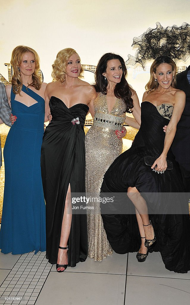 Actors Cynthia Davis, Kim Cattrall, Kristin Davis and Sarah Jessica Parker attend the UK premiere of Sex And The City 2 at Odeon Leicester Square on May 27, 2010 in London, England.