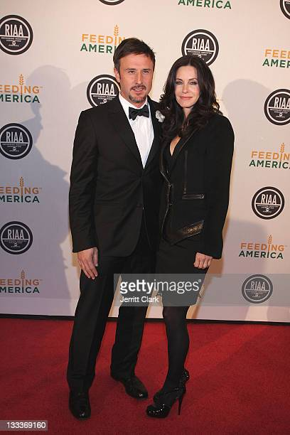 Actors David Arquette and Courteney Cox Arquette attend the RIAA and Feeding America Inauguration Charity Ball at Ibiza on January 20 2009 in...