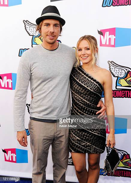 Actors Dax Shepard and Kristen Bell arrive at the 2011 VH1 Do Something Awards at the Hollywood Palladium on August 14, 2011 in Hollywood, California.