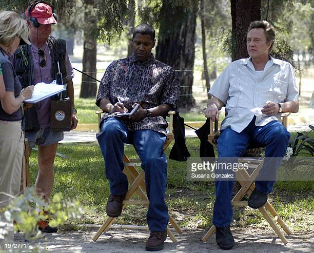 Actors Denzel Washington and Christopher Walken rest before filming a scene of Man On Fire May 4 2003 in Mexico City Mexico