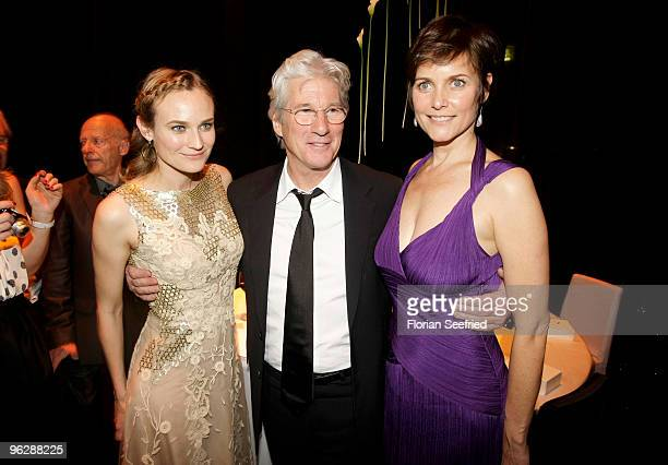 Actors Diane Kruger Richard Gere and his wife Carey Lowell attend the Goldene Kamera 2010 Award at the Axel Springer Verlag on January 30 2010 in...
