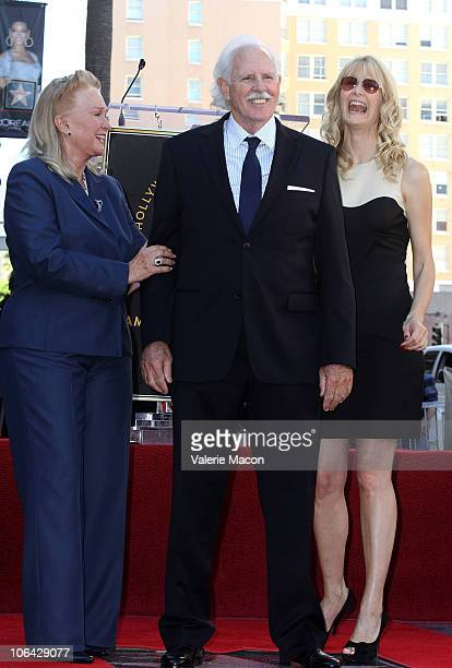 Actors Diane Ladd Bruce Dern Laura Dern attend the Walk of Fame star ceremony for Bruce Dern Laura Dern And Diane Ladd on November 1 2010 in...