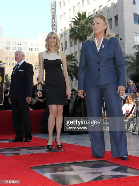 Actors Diane Ladd Laura Dern and Bruce Dern attend the Walk of Fame star ceremony for Bruce Dern Laura Dern And Diane Ladd on November 1 2010 in...