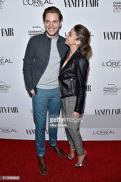 Actors Dominic Sherwood and Sarah Hyland attend Vanity Fair L'Oreal Paris Hailee Steinfeld host DJ Night at Palihouse Holloway on February 26 2016 in...