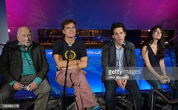 Actors Ed Asner Michael Shannon Paul Rudd and Kate Arrington attend Broadway's Grace cast photocall at the Grace Hotel on August 21 2012 in New York...