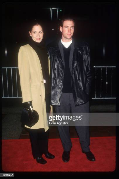 Actors Ed Burns and Maxine Bahns attend the premiere of the film Jerry Maguire at Pier 88 December 6 1996 in New York City The film tells the story...