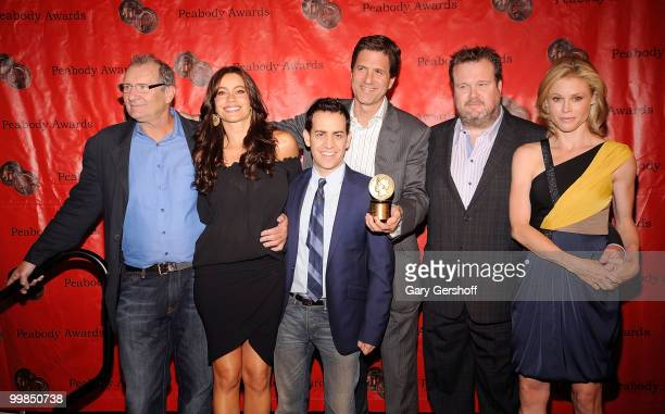Actors Ed O'Neill Sofia Vergara producer Jason Winer creator/executive producer Steve Levitan and actors Eric Stonestreet and Julie Bowen attend the...