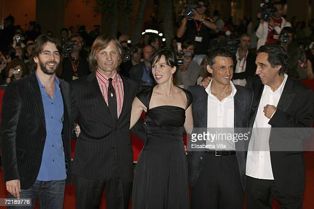 Actors Eduardo Noriega Viggo Mortensen Ariadna Gil Enrico Lo Verso and director Agustin Diaz Yanes attend the premiere of the movie Alatriste on the...