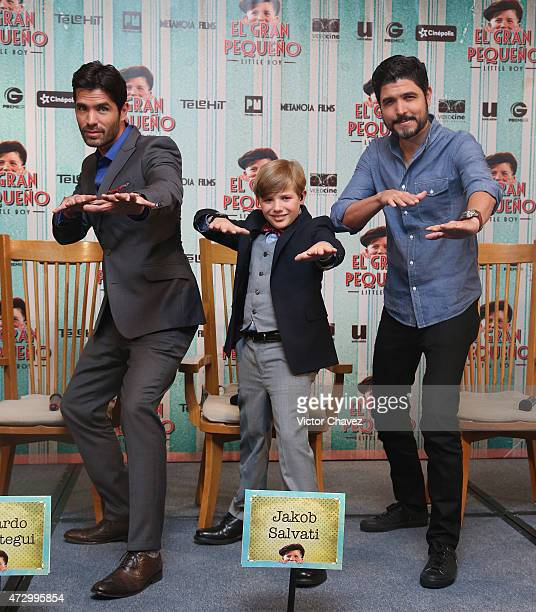 Actors Eduardo Verastegui Jakob Salvati and film director Alejandro Monteverde attend a press conference to promote the new film 'Little Boy' at...