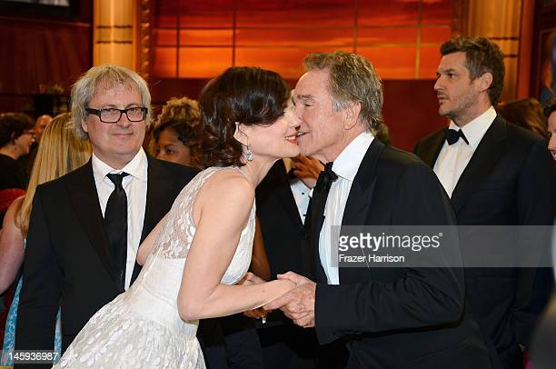 Actors Elizabeth McGovern and Warren Beatty attends the 40th AFI Life Achievement Award honoring Shirley MacLaine held at Sony Pictures Studios on...