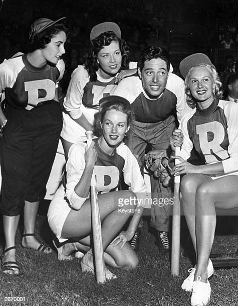 Actors Elizabeth Taylor Ava Gardner Jack Russell and Carole Richards pose for a group photo after their annual charity softball game in Hollywood to...