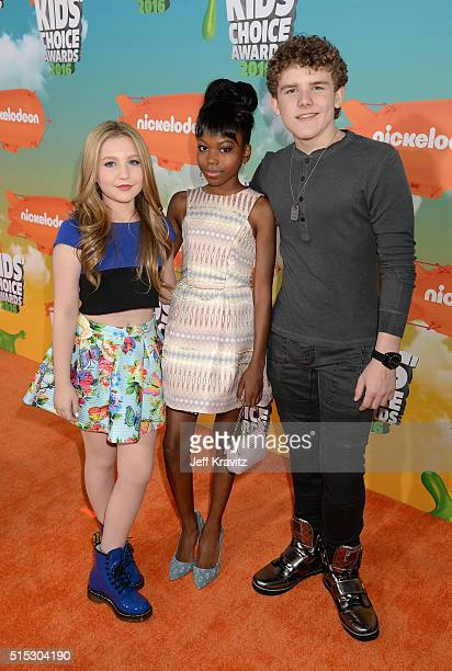 actors Ella Anderson Riele Downs and Sean Ryan Fox attend Nickelodeon's 2016 Kids' Choice Awards at The Forum on March 12 2016 in Inglewood California