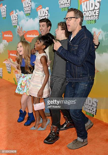 actors Ella Anderson Riele Downs Sean Ryan Fox Cooper Barnes and Jeffery Brown of Henry Danger attends Nickelodeon's 2016 Kids' Choice Awards at The...