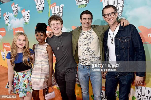 Actors Ella Anderson Riele Downs Sean Ryan Fox Cooper Barnes and Jeffrey Brown attend Nickelodeon's 2016 Kids' Choice Awards at The Forum on March 12...