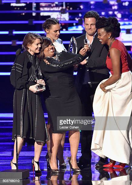 Actors Ellen Pompeo Chandra Wilson Camilla Luddington Justin Chambers and Jerrika Hinton receive the award for Favorite Network TV Drama for 'Grey's...