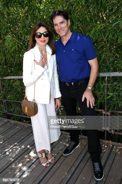 Actors Elsa Zylberstein and Thomas Gibson attend the Men Final of the 2017 French Tennis Open Day Fithteen at Roland Garros on June 11 2017 in Paris...