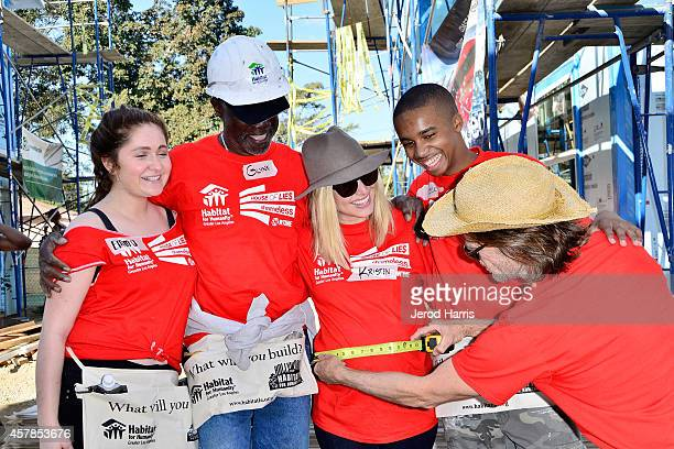 Actors Emma Kenney Glynn Turman Kristen Bell Donis Leonard Jr and William H Macy help build homes with Habitat For Humanity LA on October 25 2014 in...
