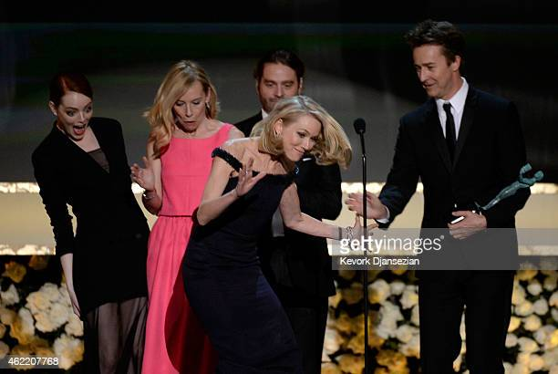 Actors Emma Stone, Amy Ryan, Naomi Watts, Zach Galifianakis, and Edward Norton accept the award for Outstanding Performance by a Cast in a Motion...