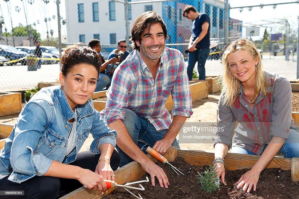 Actors Emmanuelle Chriqui, Carter Oosterhouse, and Amy Smart attend the Environmental Media Association's celebration of Earth Day at Cochran Middle School on April 18, 2013 in Los Angeles, California.