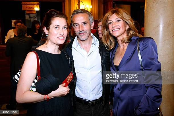 Actors Emmanuelle Devos, Jean-Pierre Lorit and Florence Pernel attend 'Un diner d'adieu' : Premiere. Held at Theatre Edouard VII on September 15,...