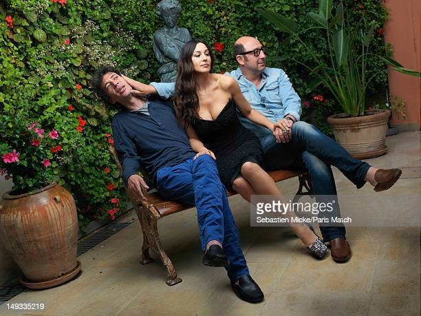 Actors Eric Elmosnino Monica Bellucci and Kad Merad on set of the filming of Des Gens Qui S'embrassent directed by Daniele Thompson for Paris Match...