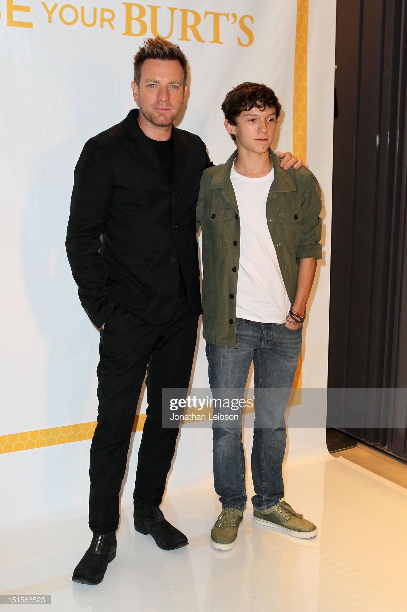 ¿Cuánto mide Tom Holland? - Altura - Real height Actors-ewan-mcgregor-and-tom-holland-at-variety-studio-presented-by-picture-id151583523?s=2048x2048