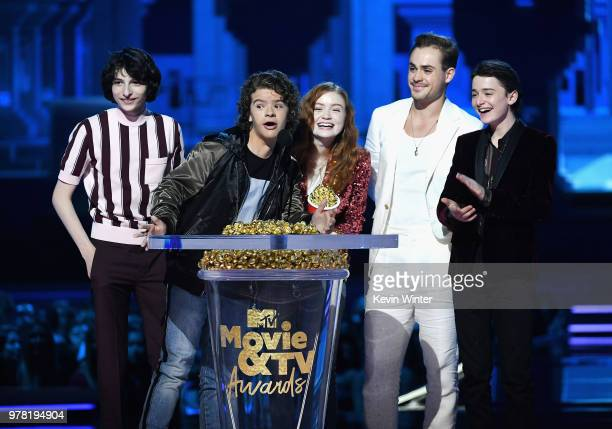 Actors Finn Wolfhard Gaten Matarazzo Sadie Sink Dacre Montgomery and Noah Schnapp accept the Best Show award for 'Stranger Things' onstage during the...