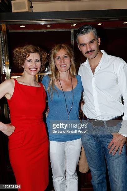 Actors Florence Pernel Mathilde Seigner and Francois Vincentelli after the last performance of the play 'Quadrille' by Sacha Guitry and directed by...