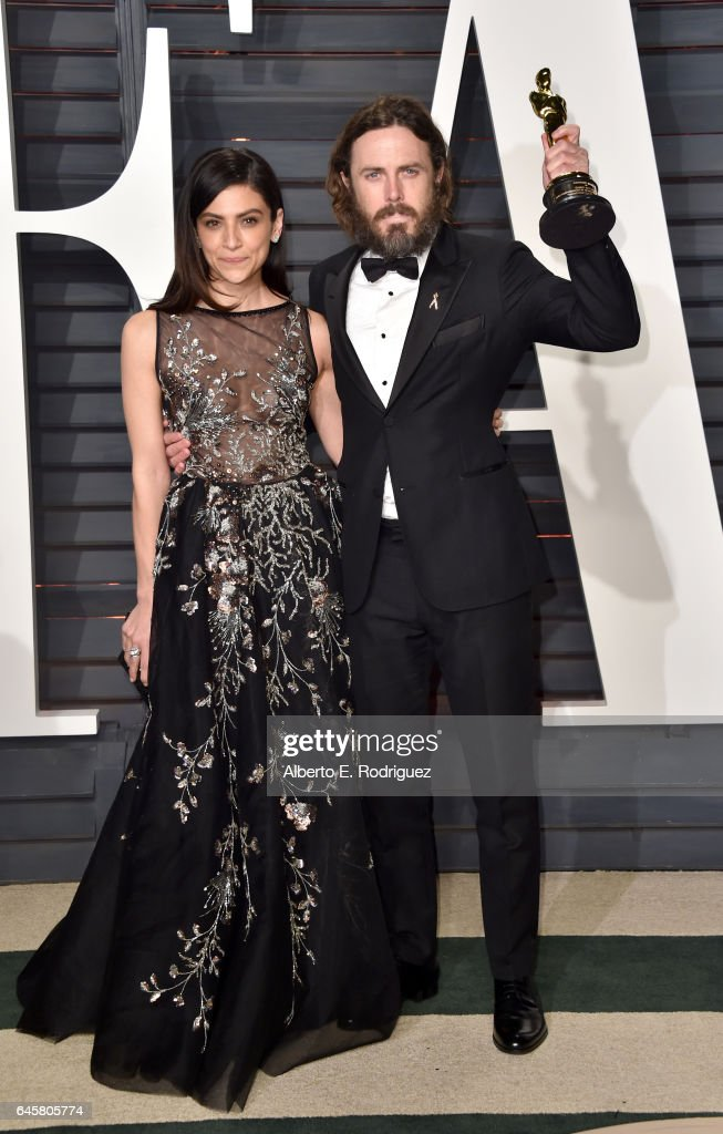 Actors Floriana Lima (L) and Casey Affleck attends the 2017 Vanity Fair Oscar Party hosted by Graydon Carter at Wallis Annenberg Center for the Performing Arts on February 26, 2017 in Beverly Hills, California.