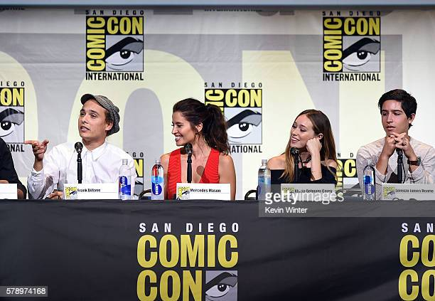 Actors Frank Dillane Mercedes Masohn Alycia Debnam Carey and Lorenzo James Henrie attend AMC's 'Fear The Walking Dead' Panel during ComicCon...