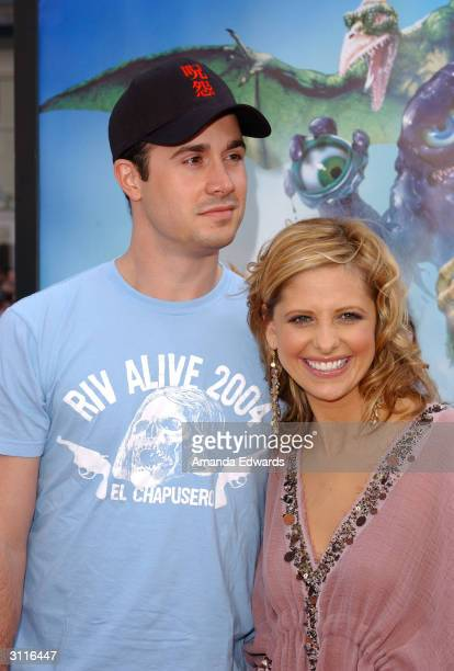 Actors Freddie Prinze Jr and Sarah Michelle Gellar arrive at the World Premiere of Scooby Doo 2 Monsters Unleashed on March 20 2004 at Grauman's...