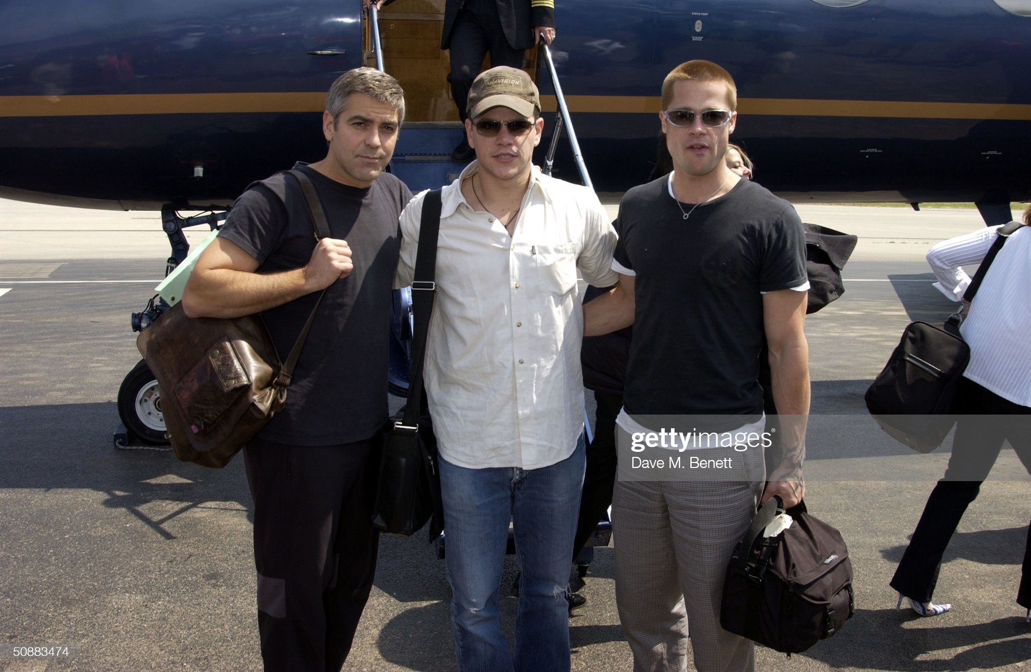 ¿Cuánto mide George Clooney? - Altura - Real height Actors-george-clooney-matt-damon-and-brad-pitt-arrive-by-gulf-stream-picture-id50883474?s=2048x2048
