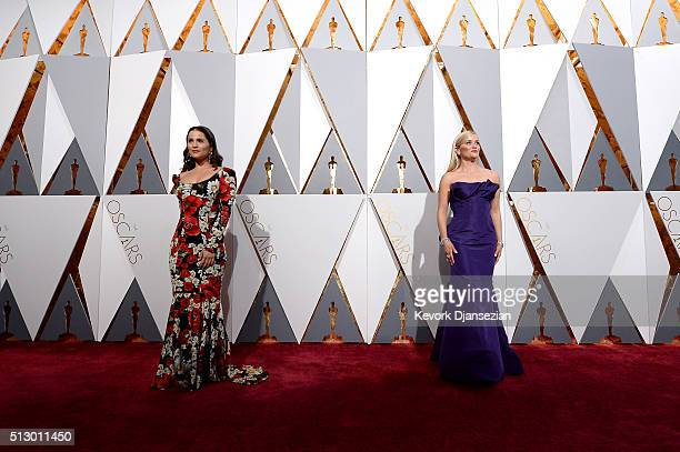 Actors Gianna Simone and Reese Witherspoon attend the 88th Annual Academy Awards at Hollywood Highland Center on February 28 2016 in Hollywood...