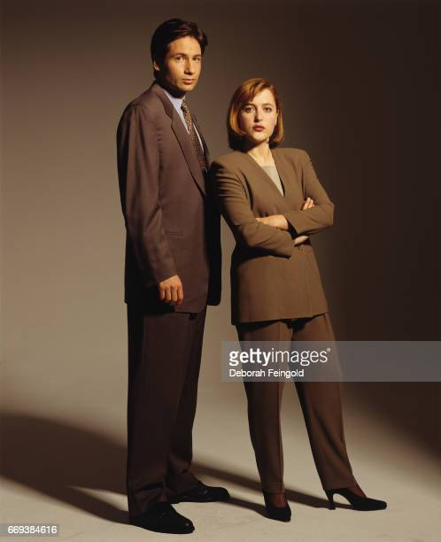 Actors Gillian Anderson and David Duchovny poses for a portrait in 1993 in Los Angeles California