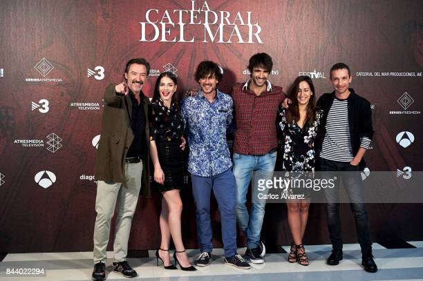 Actors Gines Garcia Millan Andrea Duro Daniel Grao Aitor Luna Julia Carnero and Pablo Derqui attend the 'La Catedral del Mar' photocall at the...