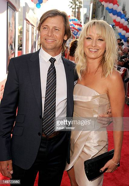Actors Grant Show and Katherine LaNasa arrive at the premiere of Warner Bros Pictures' The Campaign at Grauman's Chinese Theatre on August 2 2012 in...