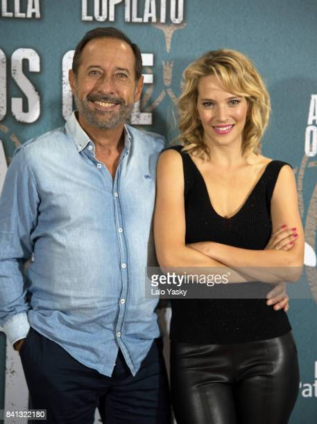 Actors Guillermo Francella and Luisana Lopilato attend a photocall for 'Los Que Aman Odian' at the Alvear Palace Hotel on August 31 2017 in Buenos...