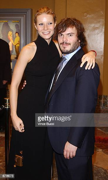 """Actors Gwyneth Paltrow and Jack Black attend the premiere of the film """"Shallow Hal"""" November 1, 2001 in Los Angeles, CA."""