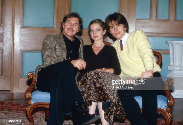 Actors Harald Leipnitz Dietlinde Turban and Alfon Haiser on a sofa Germany 1980s