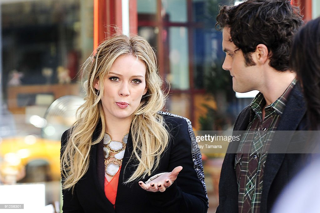 Actors Hilary Duff (L) and Penn Badgley film scene on location at the 'Gossip Girl' movie set in Chelsea on September 29, 2009 in New York City.