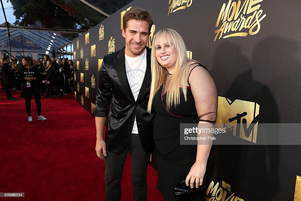 Actors Hugh Sheridan (L) and Rebel Wilson attend the 2016 MTV Movie Awards at Warner Bros. Studios on April 9, 2016 in Burbank, California. MTV Movie Awards airs April 10, 2016 at 8pm ET/PT.