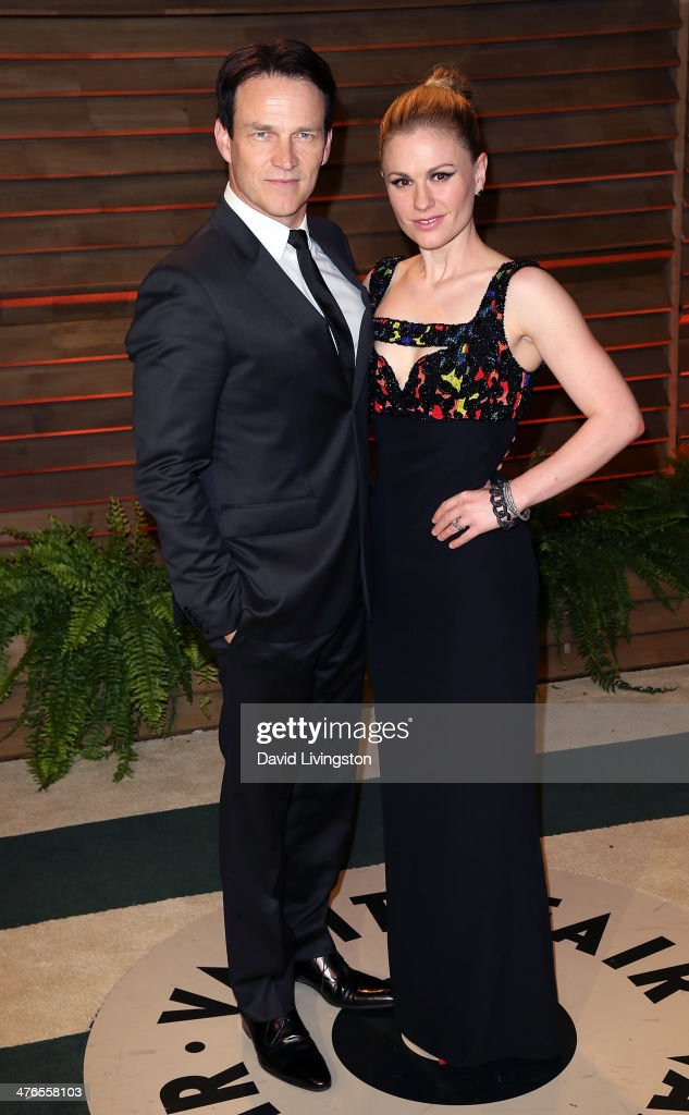 Actors /husband & wife Stephen Moyer (L) and Anna Paquin attend the 2014 Vanity Fair Oscar Party hosted by Graydon Carter on March 2, 2014 in West Hollywood, California.