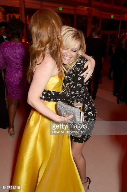 Actors Isla Fisher and Reese Witherspoon attend the 2017 Vanity Fair Oscar Party hosted by Graydon Carter at Wallis Annenberg Center for the...