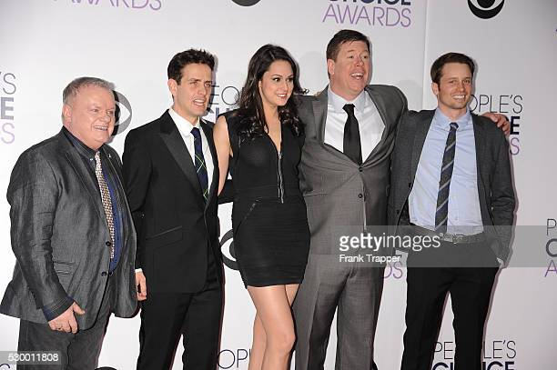 Actors Jack McGee Joey McIntyre Kelen Coleman Jimmy Dunn and Tyler Ritter from the television show The McCarthys arrive at the People's Choice Awards...