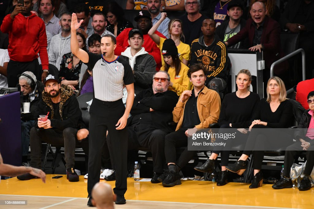 Actors Jack Nicholson And Ray Nicholson Attend A Basketball Game News Photo Getty Images Ray nicholson is on facebook. https www gettyimages com detail news photo actors jack nicholson and ray nicholson attend a basketball news photo 1064888688