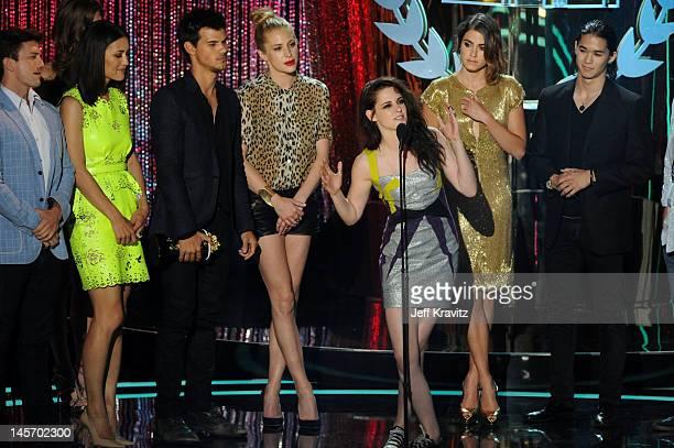 Actors Jackson Rathbone Julia Jones Taylor Lautner Kristen Stewart Nikki Reed and Booboo Stewart speak onstage at the 2012 MTV Movie Awards at Gibson...