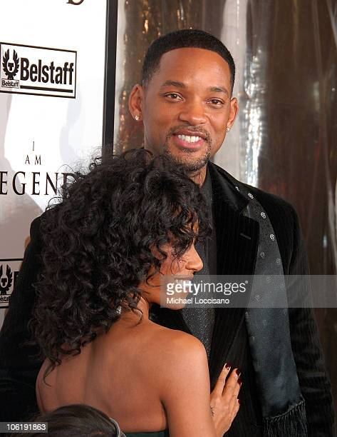 """Actors Jada Pinkett-Smith and Will Smith attend """"I am Legend"""" premiere at the WaMu Theater at Madison Square Garden on December 11, 2007 in New York..."""
