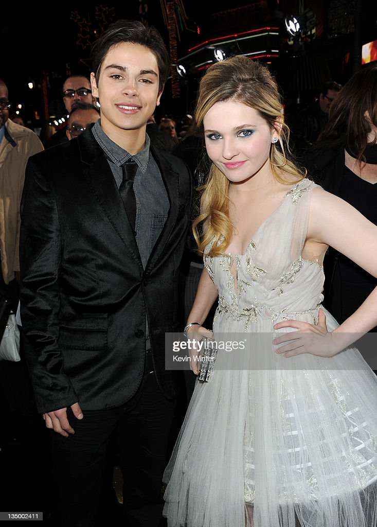 "Premiere Of Warner Bros. Pictures' ""New Year's Eve"" - Red Carpet"