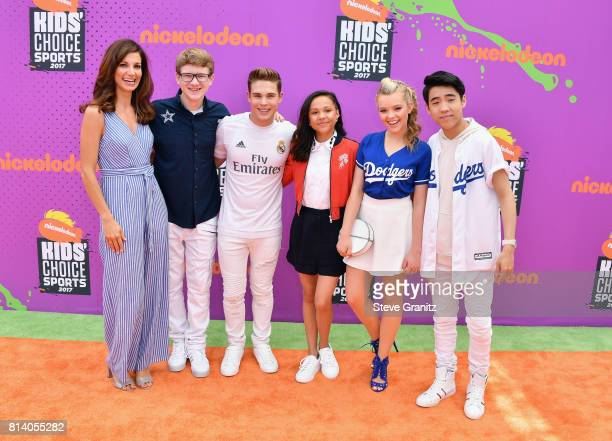 Actors Jama Williamson Aidan Miner Ricardo Hurtado Breanna Yde Jade Pettyjohn and Lance Kim attend the Nickelodeon Kids' Choice Sports Awards 2017 at...